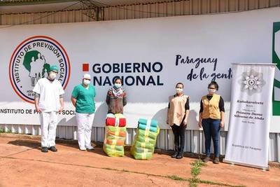 LLEGA EL FRÍO: SIGUEN ENTREGANDO ABRIGOS Y FRAZADAS A PERSONAS HUMILDES.