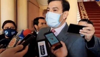 Ovelar intentó defender al gobierno ante duras críticas de sus colegas, pero le falló su conexión