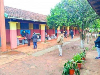 Instituciones educativas reciben kits de alimentos en Itapúa
