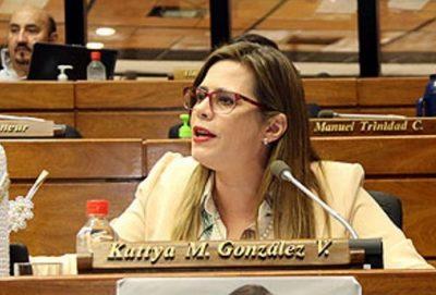 """Kattya González: """"El posteo del viceministro Rolón no puede ser más desubicado"""""""