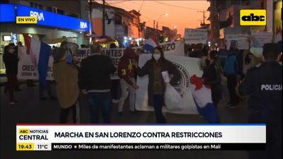 Marcha en San Lorenzo contra restricciones