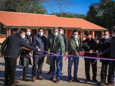 Mario Abdo inaugura obras y da  abierto respaldo a Petta