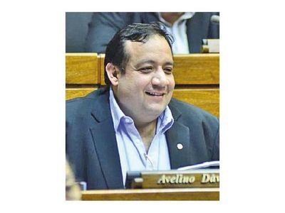 Fiscala pide informe sobre gestión de Avelino Dávalos