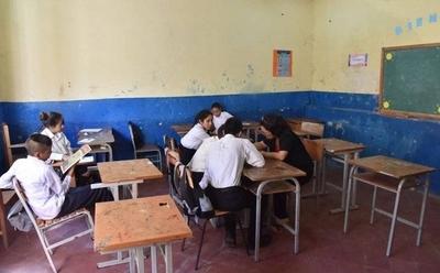 HOY / Caazapá: Docentes de Tava'i sortean dificultades para asistir a estudiantes