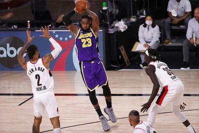 Lakers y Bucks avanzan en sus series
