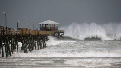 Costa del Golfo en EE.UU. se enfrenta a un doble huracán sin precedentes