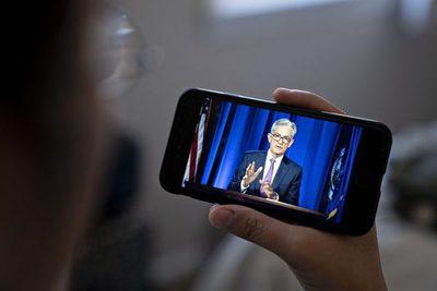 Operadores claman por respuestas y esperan señales claras de la Fed