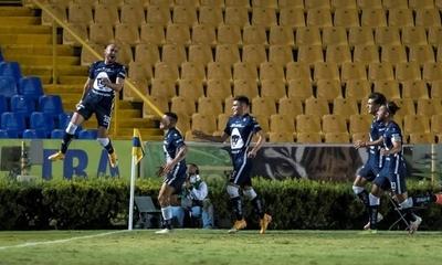 HOY / El paraguayo Carlos González rescata el empate para Pumas ante los Tigres