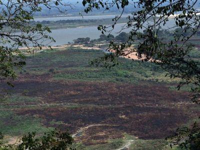 Cerro Lambaré, amenazado por quemas e invasiones