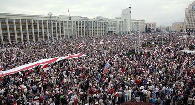 Al grito de ¡libertad!, bielorrusos exigen la renuncia de Lukashenko