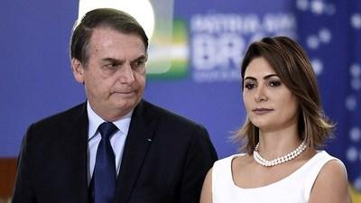 """Bolsonaro amenazó con """"reventarle la boca a golpes"""" a periodista que le preguntó sobre pagos ilícitos a su esposa"""
