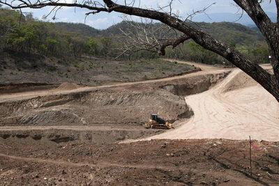 Informe sobre la mina «El Tambor» denuncia tácticas de mineras contra países