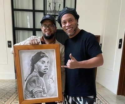 """Ronaldinho ya hace """"camba"""" con el rollo, en víspera de su liberación"""