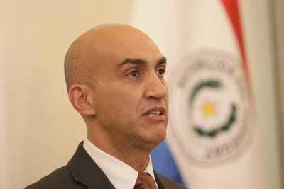 Mazzoleni es convocado por Senado para tratar pedido de médicos