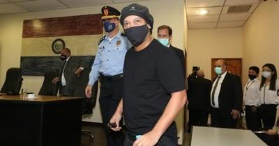 Ronaldinho queda en libertad y su hermano es condenado a dos años, pero no irá a prisión