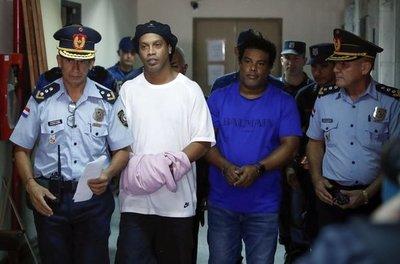 Ronaldinho y su hermano quedan en libertad ambulatoria