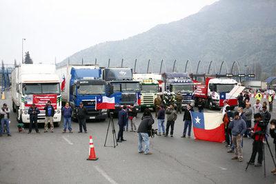 Camioneros chilenos anuncian paro nacional tras tensión con comunidad mapuche