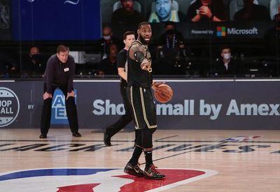 LeBron y los Lakers arrasan a los Blazers
