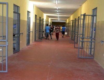 120 guardias en cuarentena tras casos positivos en el penal de Emboscada