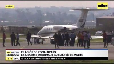 Ronaldinho y su hermano abandonan el país