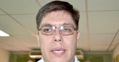 Ex viceministro de Salud niega que irá a una binacional