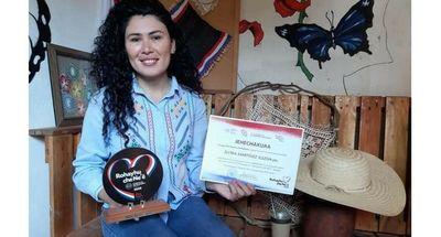 Ovetense recibe galardón por promover el idioma Guaraní