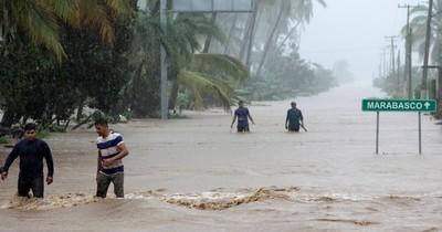 Tras azotar al Caribe, el huracán Laura se aproxima a las costas de EEUU