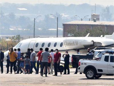 Ronaldinho voló ayer a su país, pero la Justicia no tiene rastros de Dalia