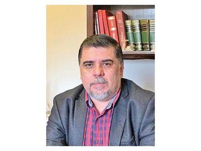 Julio  Borba es el nuevo  viceministro, reemplaza al Dr. Juan C. Portillo