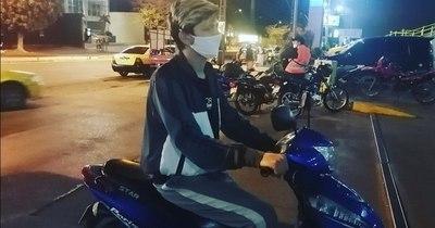 Mascarilla no reemplaza uso del casco al conducir una moto, dice Vigilancia de la Salud
