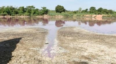 Curtiembre sigue filtrando residuos en la Laguna Cerro de Limpio