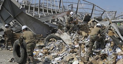 Escombros del puerto de Beirut pesan como la Torre Eiffel