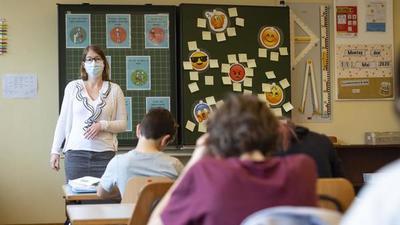 Alumnos y docentes españoles piden una vuelta a clase segura