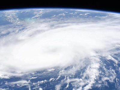Laura se convierte en huracán mayor categoría 4 antes de tocar tierra en EEUU