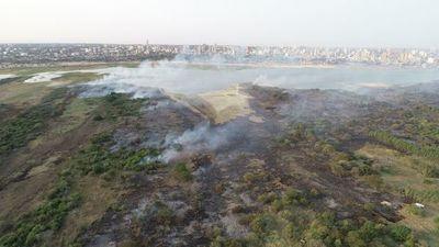 Incendio en Bahía de Asunción afectó hábitat de aves