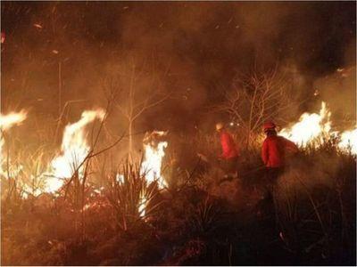 Incendios forestales consumen los pastizales y cañaverales en Guairá