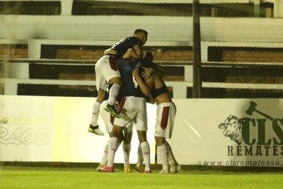 Cerro Porteño gana en Villarrica y sigue trepado en lo más alto del Torneo Apertura