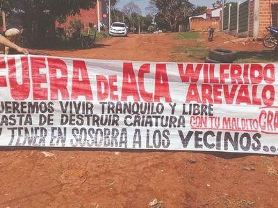 Vecinos protestan contra un supuesto vendedor de drogas