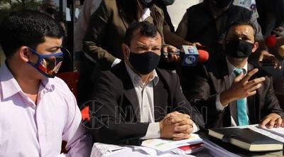 HOY / Concejales de Ñemby presentan documentos ante el Congreso sobre denuncias contra Lanzoni