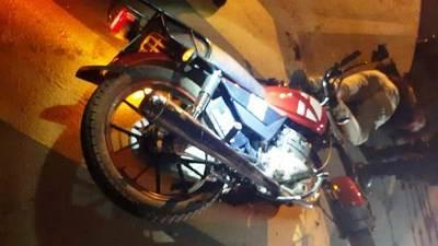 Policía balea a dos motochorros en Limpio •