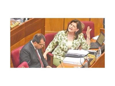 Senadora cuestionó defensa corporativa a intendente Urbieta