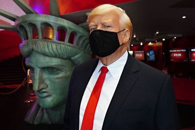 "Trump promete ""aplastar"" la COVID-19 con una vacuna ""este año"""