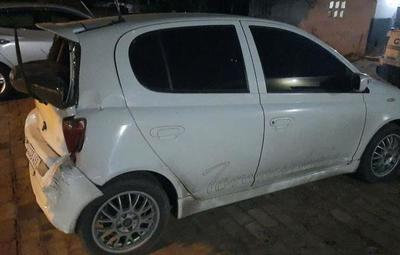 Recuperan automóvil robado tras ser abandonado ante barrera policial
