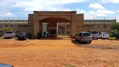 """Diputado denuncia que hay un """"caldeado"""" ambiente laboral en la Penitenciaría de Misiones tras posible caso de COVID"""