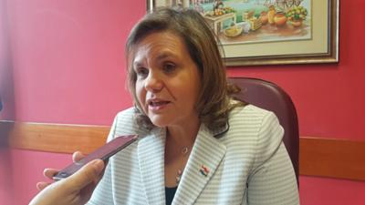Senadora amplía denuncia sobre situación de representación paraguaya en el exterior.