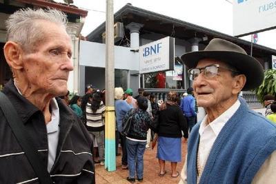 Este lunes 31 cobrarán sus pensiones más de 212.000 adultos mayores