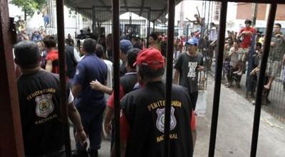La pandemia generó episodios críticos tanto en los internos como en los agentes, señala ministra