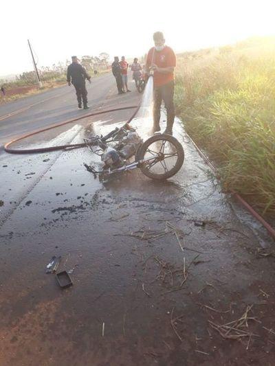 Dos motociclistas resultaron heridos tras embestir uno con el otro sobre la Ruta PY05 en Pedro Juan Caballero