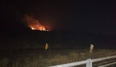 HOY / Más humo y fuego en Asunción: nuevo foco de incendio en zona de la Costanera