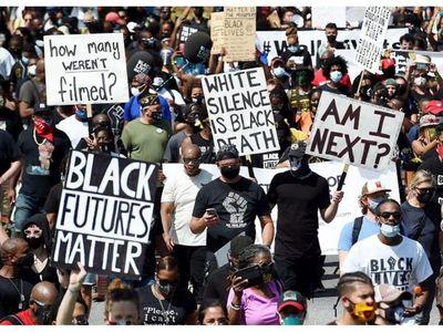 En aniversario de Luther King, miles protestan en Washington